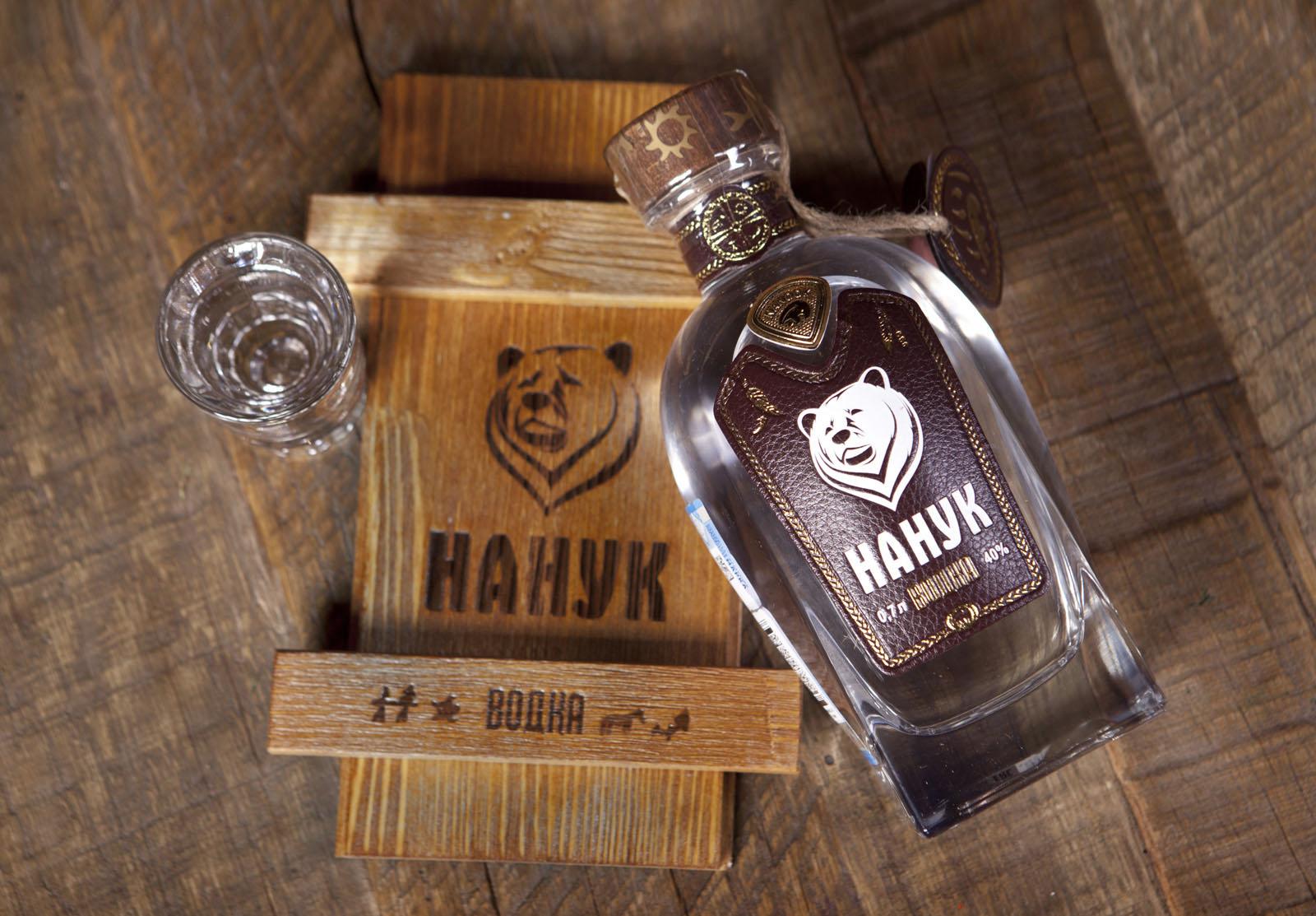 Нанук. Разработка дизайна упаковки, этикетки, бутылки для водки.